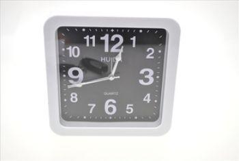 Часы с видеокамерой и пультом